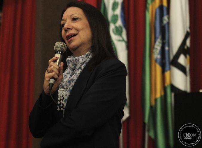 Professora Cleusa Scrofernecker realiza palestra sobre comunicação, organizações e complexidade durante o evento comemorativo dos 10 anos do CTCOM. Foto: Kelly de Castro.